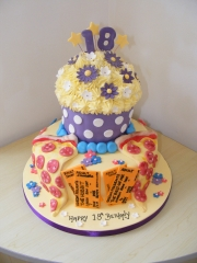 Giant-cupcake-and-pizza-18th-cake
