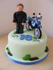 motorbike-and-rider-cake