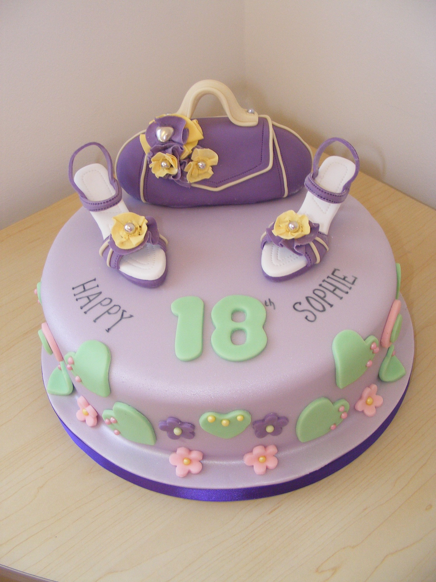 18th & 21st Cakes LittleCakeCharacters Cheshire Cake Maker