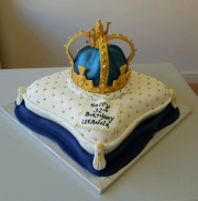 Queens crown and cushion cake