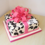Gift-Box-and-Pull-Bow-Cake