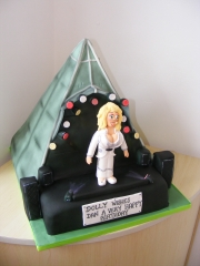 Glastonbury-Pyramid-stage-cake
