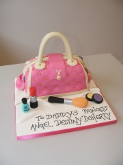 Handbag-and-makeup-cake