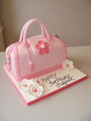 Pink-handbag-cake