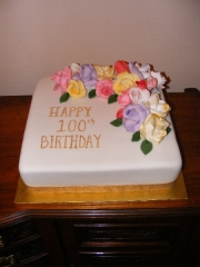 100th-roses-birthday-cake