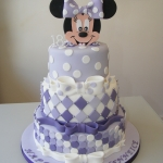 Minnie-Mouse-tiered-cake