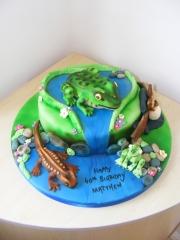 Pond-life-frogs-cake
