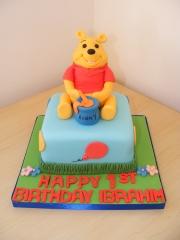 Small-Winnie-the-Pooh-cake-1st-birthday