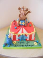 circus-themed-1st-birthday-cake