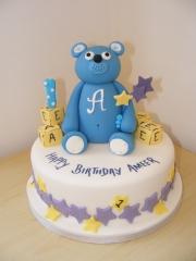 st-birthday-bear-cake