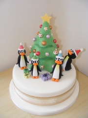 penguin-christmas-party-cake