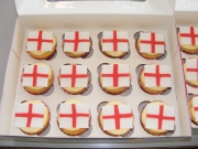 St-Georges-Flag-cupcakes