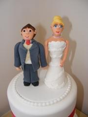 blond-bride-and-brown-hair-groom