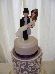 bride-and-groom-topper-wedding-cake