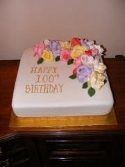 100th-roses-birthday-cake