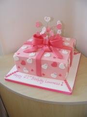 21st-gift-box-cake