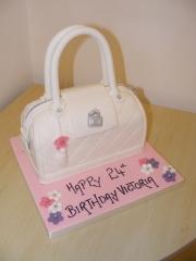 White-handbag-cake