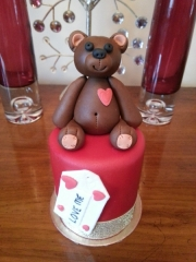 teddy-valentines-cake