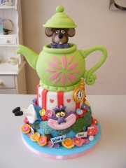 Alice-in-Wonderland-tiered-cake
