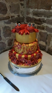 Lobsters red and gold wedding cake