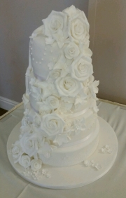 White flower cascade 2 theme wedding cake