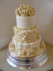 3-tier-round-wedding-cake
