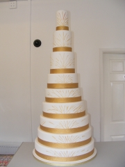9-tier-White-and-Gold-wedding-Cake