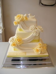 Lemon-and-Cream-roses-Wedding-cake