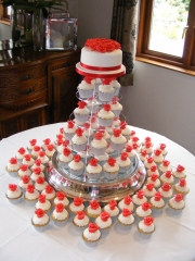 Red-and-White-cupcakes-wedding