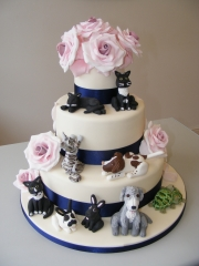 Roses-and-pets-Wedding-cake