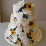 Sunflower-and-roses-cascade-wedding