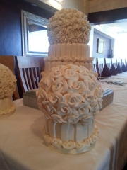 rose-ball-wedding-cake