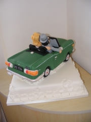 triumph-car-wedding-cake
